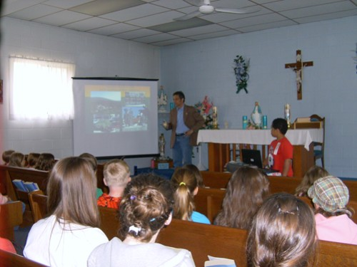 Dino Sicoli gives slide show presentation <br>to St. Joseph School Rosary Circle group
